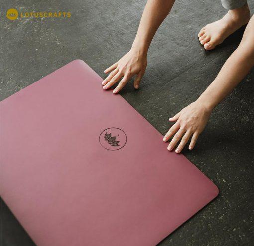 Eine Kautschukmatte ist die beste Wahl, wenn es um Rutschfestigkeit geht. Yogamatte ECO PRO aus 100% Naturkautschuk
