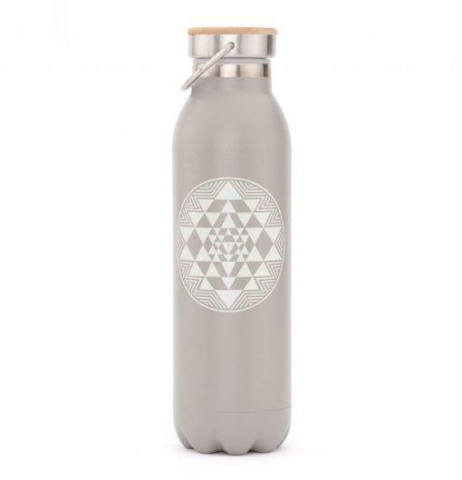 trinkflasche edelstahl isoliert yantra